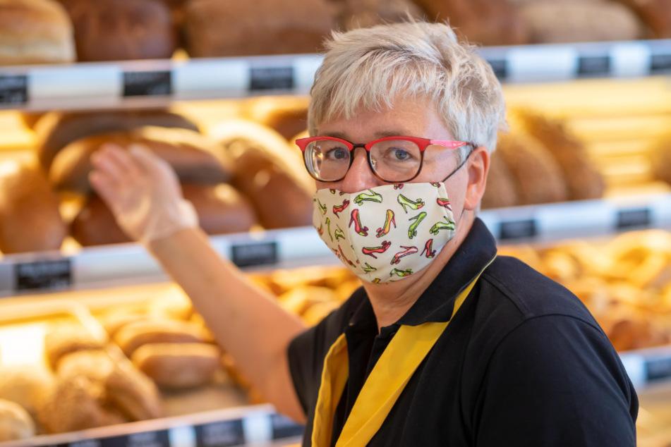 Hofft mit Bußgeld auf ein Ende der Masken-Debatten: Bäckerei-Verkäuferin Ute Grihm (59).