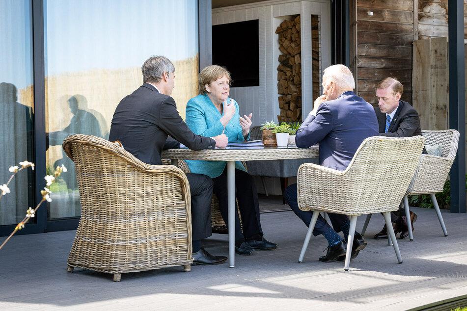 Angela Merkel und Joe Biden sprechen am Rande des G7-Gipfels
