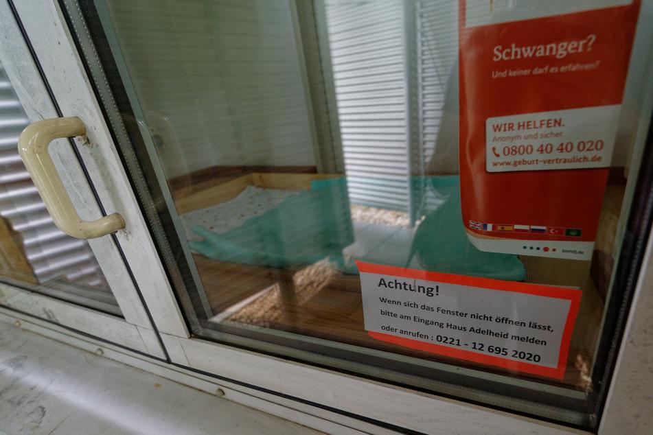 An dem Moses Baby Fenster in Köln-Bilderstöckchen ist am vergangenen Montagvormittag ein totes Baby entdeckt worden.
