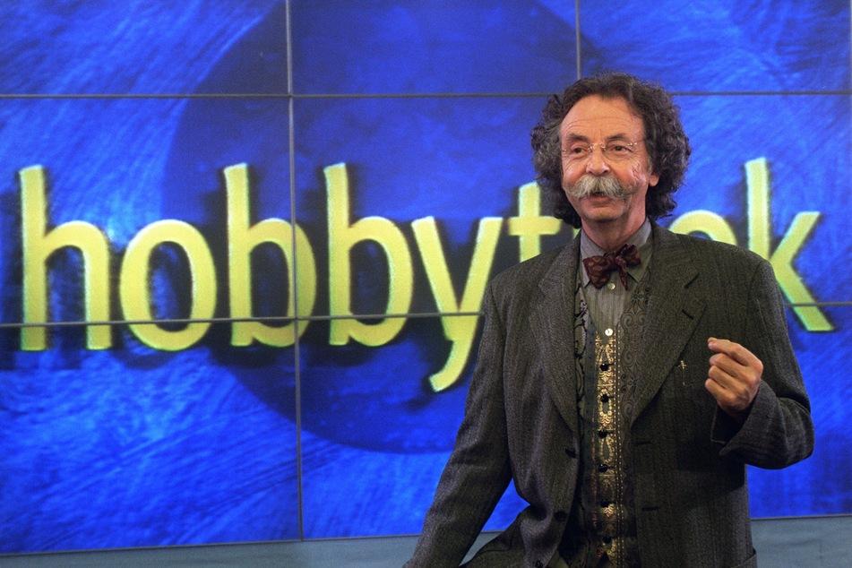 """Jean Pütz moderiert am 13.1.1997 in Köln die Fernsehsendung """"Hobbythek"""" des Westdeutschen Rundfunks (WDR). Am Dienstag wird er 85 Jahre alt."""