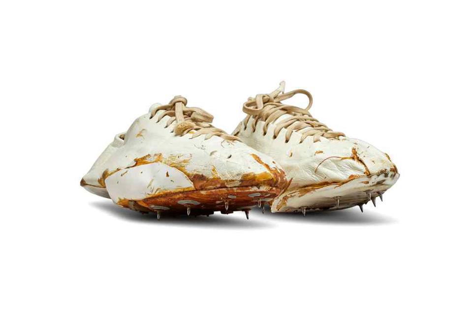 Das Paar weiße Turnschuhe, das Nike-Mitgründer Bill Bowerman vor rund 50 Jahren handgefertigt hat.