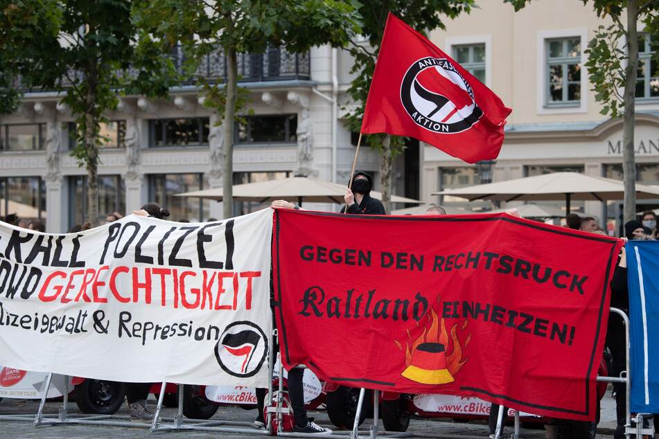 Mit zahlreichen Bannern machte die Gegendemonstranten ihre Ablehnung gegen Pegida deutlich klar.