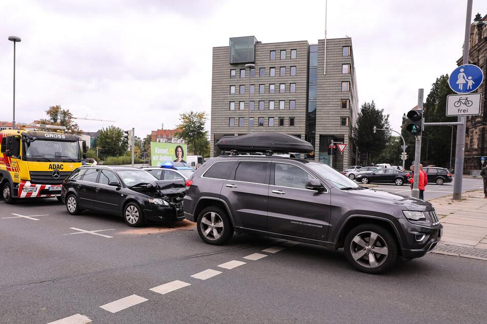 Der 82-jährige Audi-A4-Fahrer wurde durch den Unfall leicht verletzt.