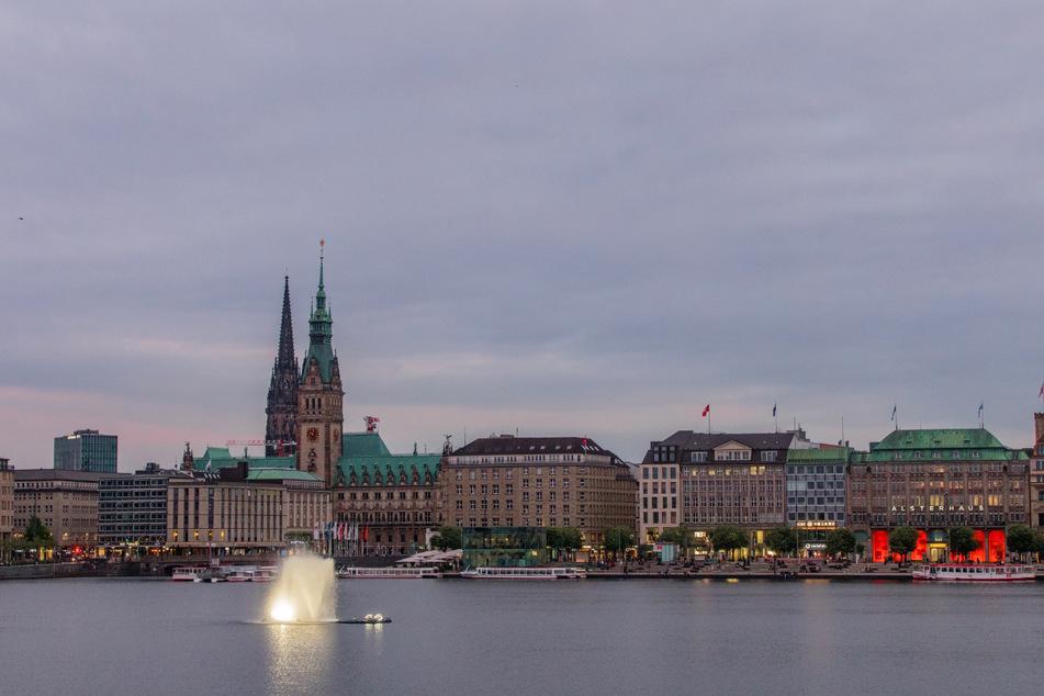 Eigentlich soll die Fontäne auf der Binnenalster das Hamburger Panorama bereichern.