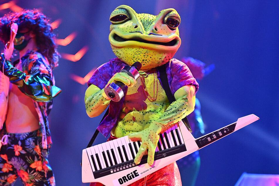 """In der vierten Folge von """"The Masked Singer"""" wurde der Frosch enttarnt."""