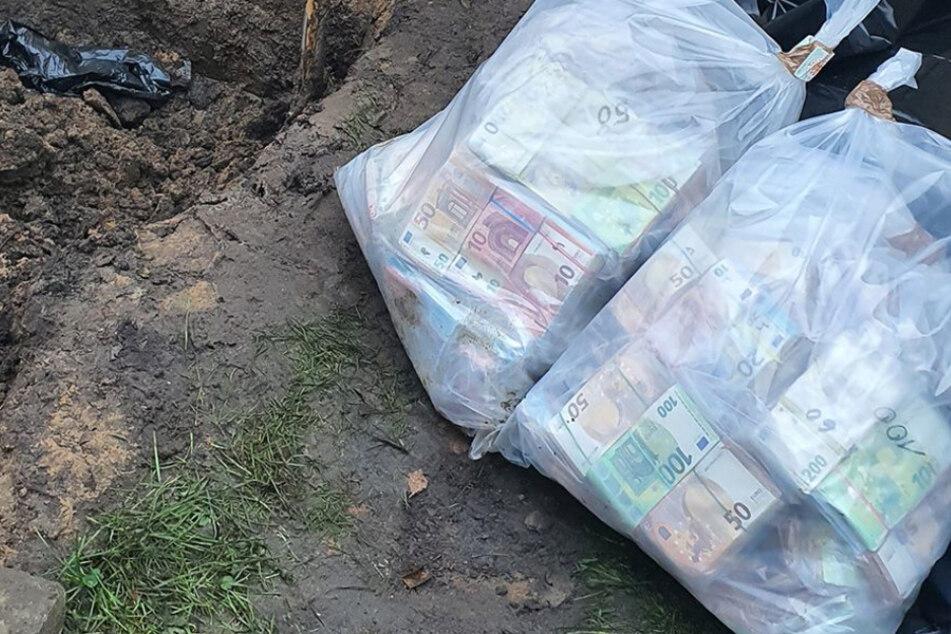 Razzien bei Kokain-Dealern: BKA gräbt säckeweise Geld aus