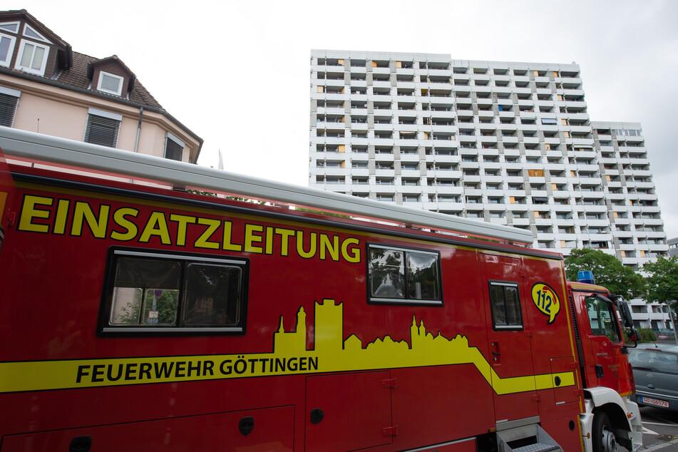 """Ein Fahrzeug der Feuerwehr Göttingen mit der Aufschrift """"Einsatzleitung"""" steht vor dem Iduna-Zentrum. Bei mehreren größeren privaten Feiern haben sich in Göttingen mehrere Menschen mit dem neuartigen Coronavirus infiziert."""