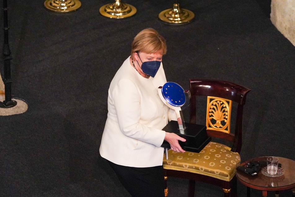 Bundeskanzlerin Angela Merkel (67, CDU) hält den Europapreis Karl V.