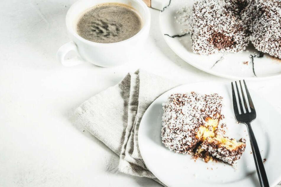 """Polizei löst """"Kaffee- und Kuchen-Runde"""" auf: Gastwirt verstößt gegen Corona-Regeln"""