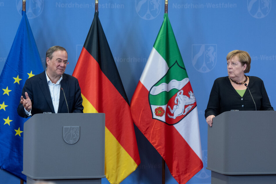 Bei einer gemeinsamen Pressekonferenz mit Angela Merkel (66, CDU) in Hagen (NRW) kam Armin Laschet (60, CDU) noch einmal auf seinen Auftritt in Erfurt zu sprechen.
