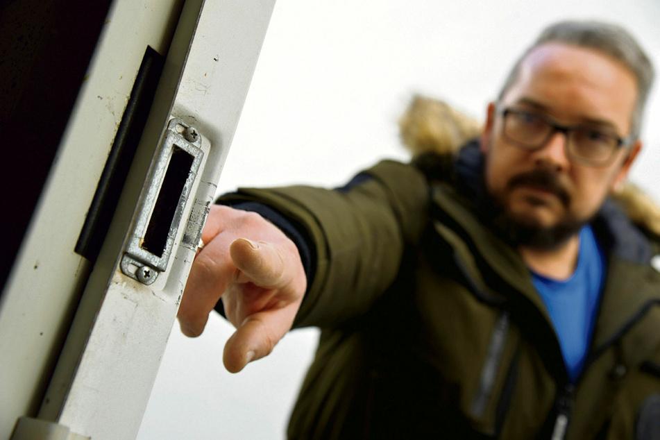 Hier brachen die Diebe die Tür auf.