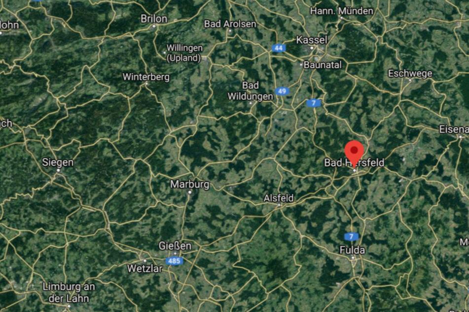 Am frühen Dienstagmorgen ist in Bad Hersfeld ein Wohnhaus komplett abgebrannt.