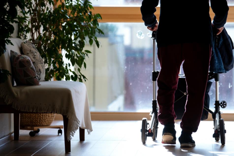 Hohe Zahl von Corona-Toten in Bayern durch Ausbrüche in Seniorenheimen