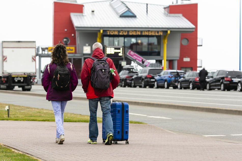Nach Tourismus-Neustart: Menschen strömen an Nord- und Ostsee