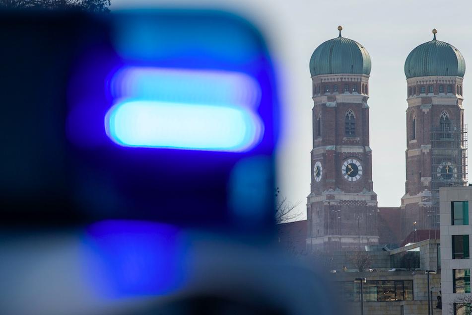 Die Polizei sucht in München nach einem Täter, der sein Opfer am Auge verletzt hat. (Symbolbild)