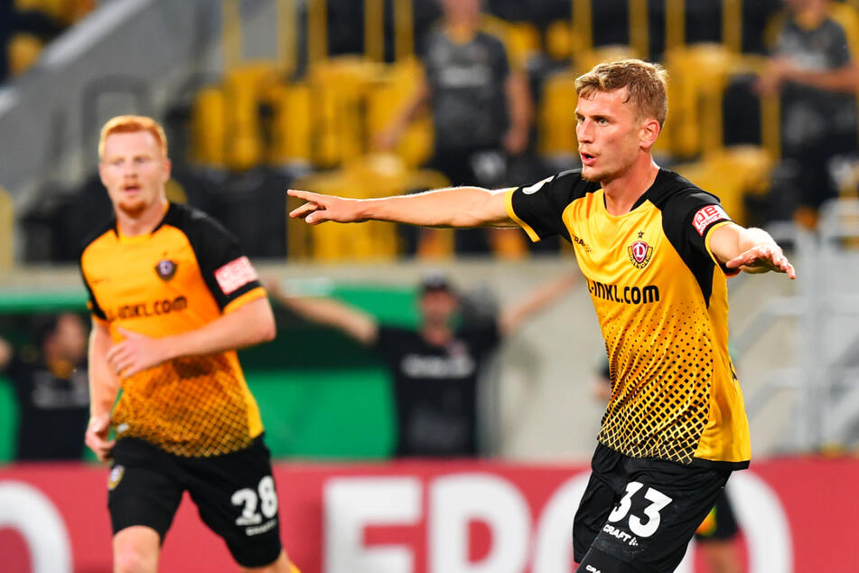 So jubelte Christoph Daferner (23, r.) nach seinem 3:0 gegen den HSV. Mit zwei Liga-Toren ist Dynamos Stoßstürmer glänzend in die Saison gestartet. Am heutigen Sonntag kann es gerne so weitergehen.