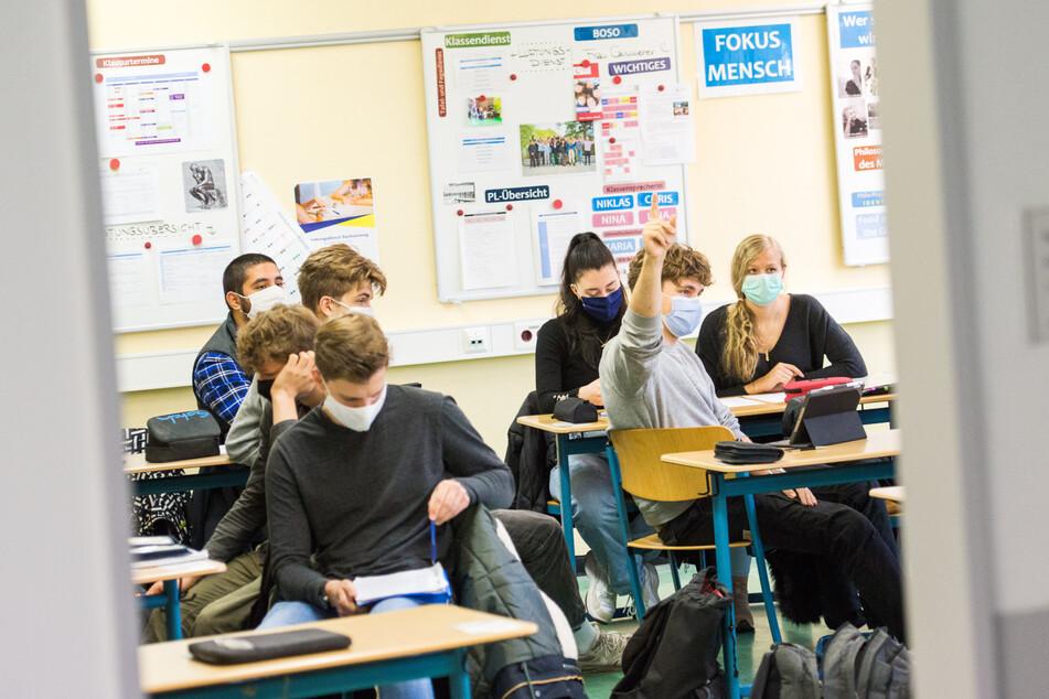 Maske im Unterricht: So geht es wohl noch eine Weile weiter (Symbolbild).