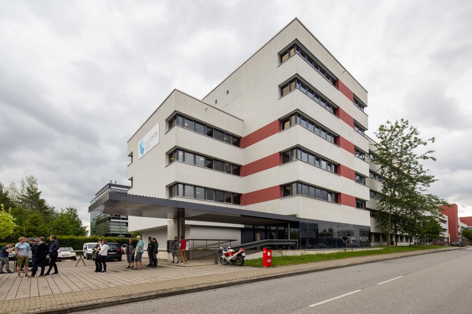 Im Nanocenter Dresden besitzt die Firma ASMEC Büros und Labore. Auch hier werden schlaue Sachen entwickelt.
