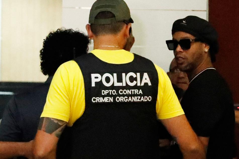Ronaldinho äußert sich erstmals zur Pass-Affäre, die ihn in den Knast brachte!