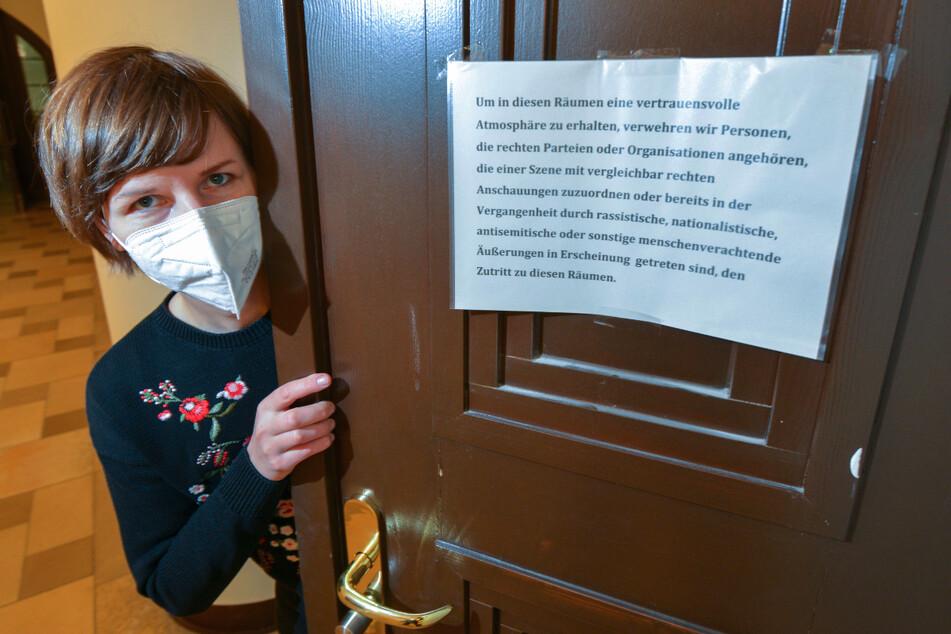 Warnschild im Chemnitzer Rathaus aufgehängt: Nazis müssen draußen bleiben
