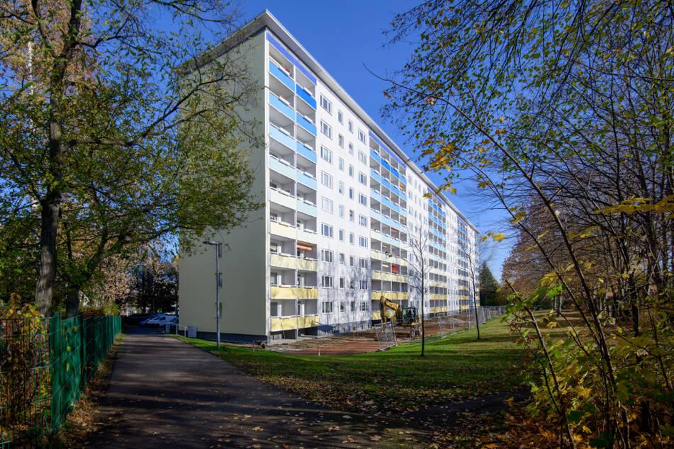 """Von wegen """"Platte"""" gibt es nur im """"Heckert"""": Die zweite große Welle des DDR-Wohnbaus fand auch in anderen Stadtteilen statt, wie hier in Gablenz (Carl-von-Ossietzky-Straße 202-208)."""