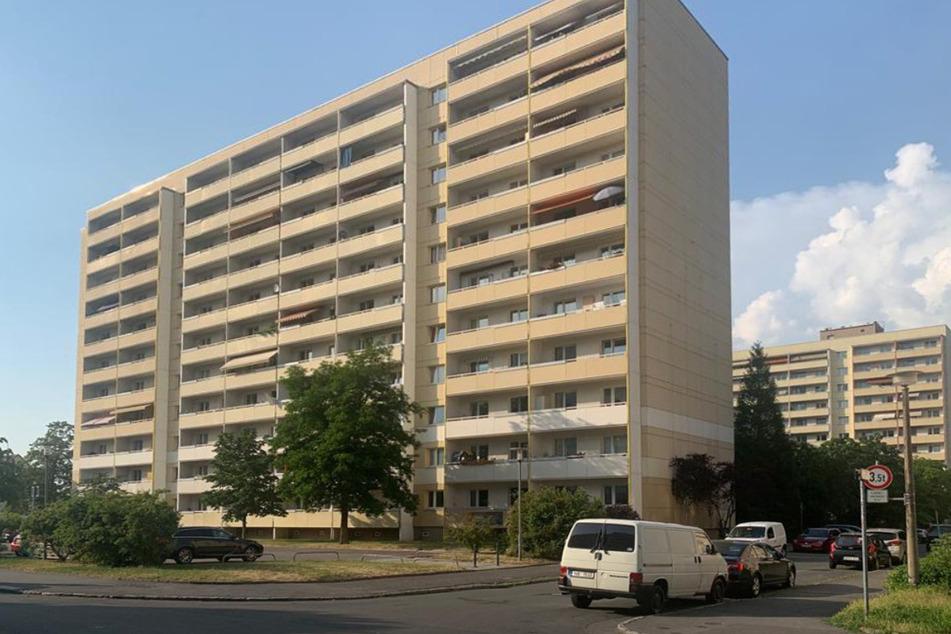 Die Altenzeller Straße in Dresden: In einem der dortigen Wohnhäuser wurden mehrere Menschen positiv auf die Delta-Variante des Coronavirus getestet.
