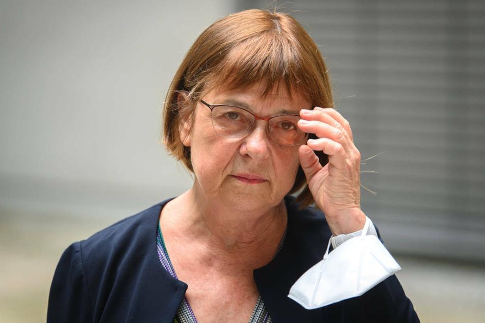 Brandenburgs Gesundheitsministerin Ursula Nonnemacher (64, Grüne) hat am Dienstag die Ärzte dazu aufgerufen, mit Corona-Auffrischungsimpfungen bei Risikogruppen zu beginnen.
