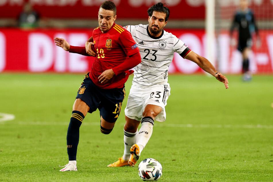 Emre Can (r.) zeigte als rechter Part der Dreierkette gewohnt vollen Einsatz. Hier kämpft er mit Spaniens Mittelstürmer Rodrigo um den Ball.