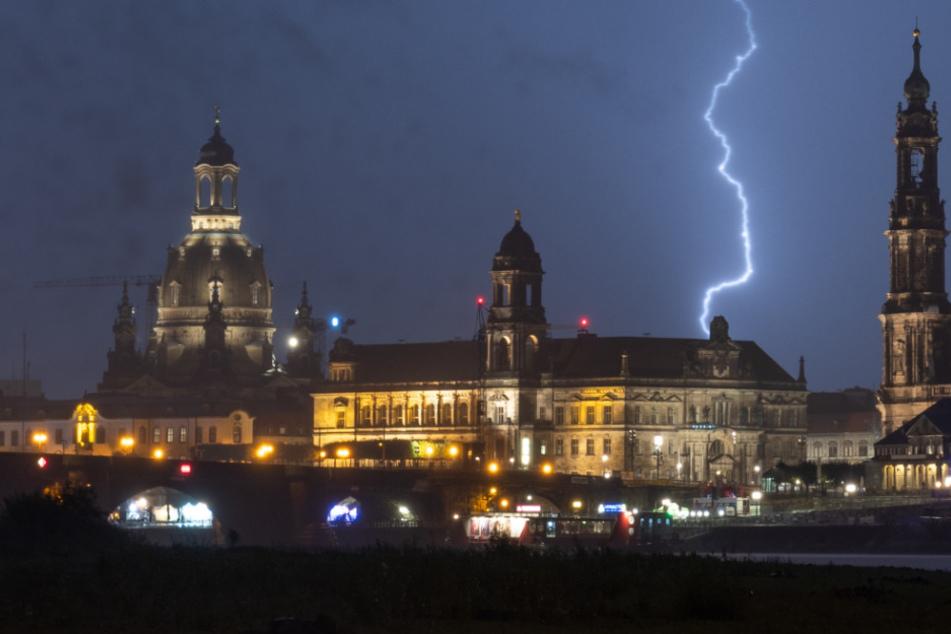 Wetter in Sachsen: Temperaturen gehen rauf, doch es kracht auch ordentlich!
