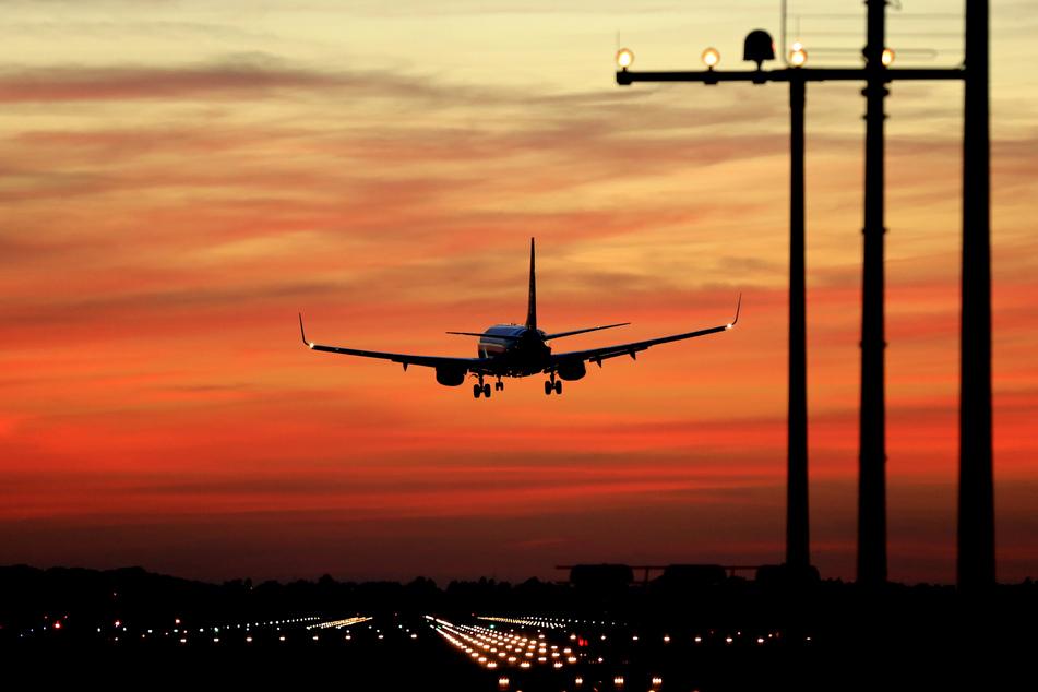 An den Flughäfen in Nordrhein-Westfalen ist im Corona-Jahr 2020 nur ein gutes Viertel der Passagiere des Vorjahres gezählt worden (Symbolbild).