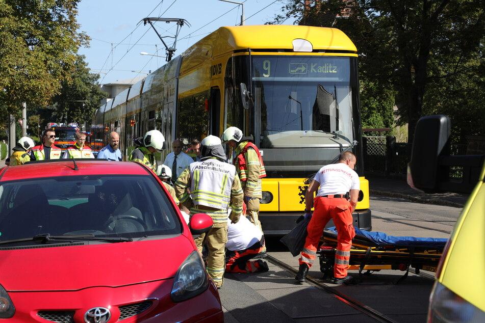 Bei einem Zusammenstoß mit einer Straßenbahn wurde eine schwangere Frau verletzt.
