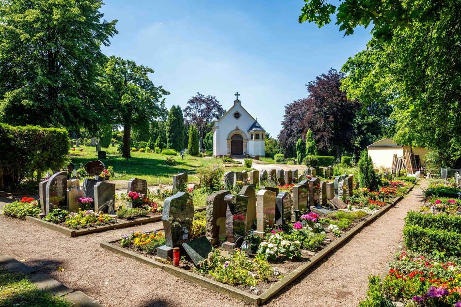 Auf dem Potschappler Friedhof klauten Diebe die Friedhofsglocke.