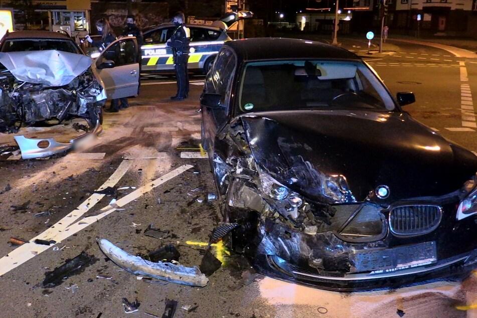 Kreuzungs-Crash in Düsseldorf mit drei Verletzten