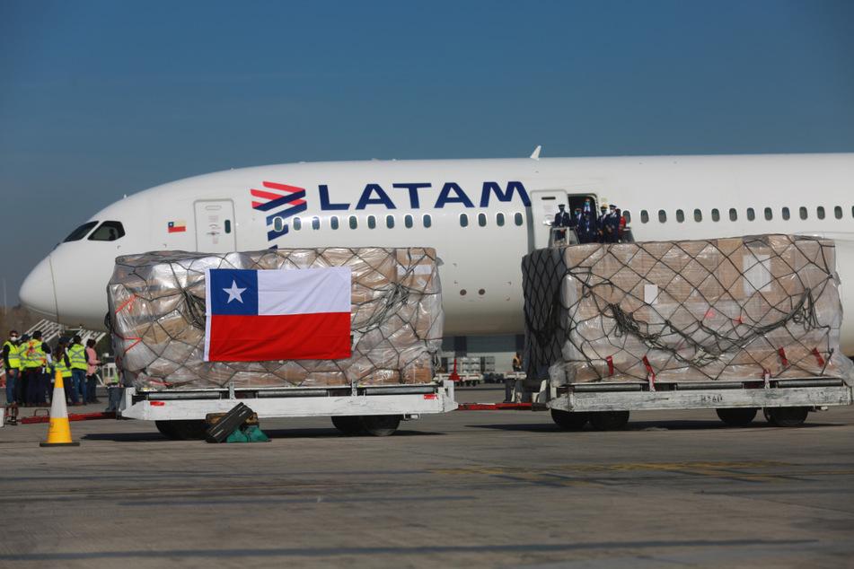 Inmitten der Corona-Krise hat die chilenische Fluggesellschaft Latam Insolvenz angemeldet. Am Mittwoch teilte das Unternehmen mit, den Flugbetrieb einzustellen.