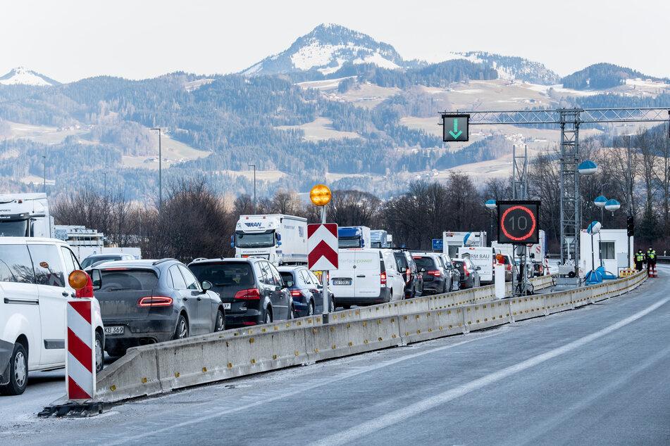 Deutschland lässt an der Grenze zu Tirol noch mindestens bis Ende März Grenzkontrollen durchführen, dem österreichischen Bundesland gefällt das offenbar gar nicht.