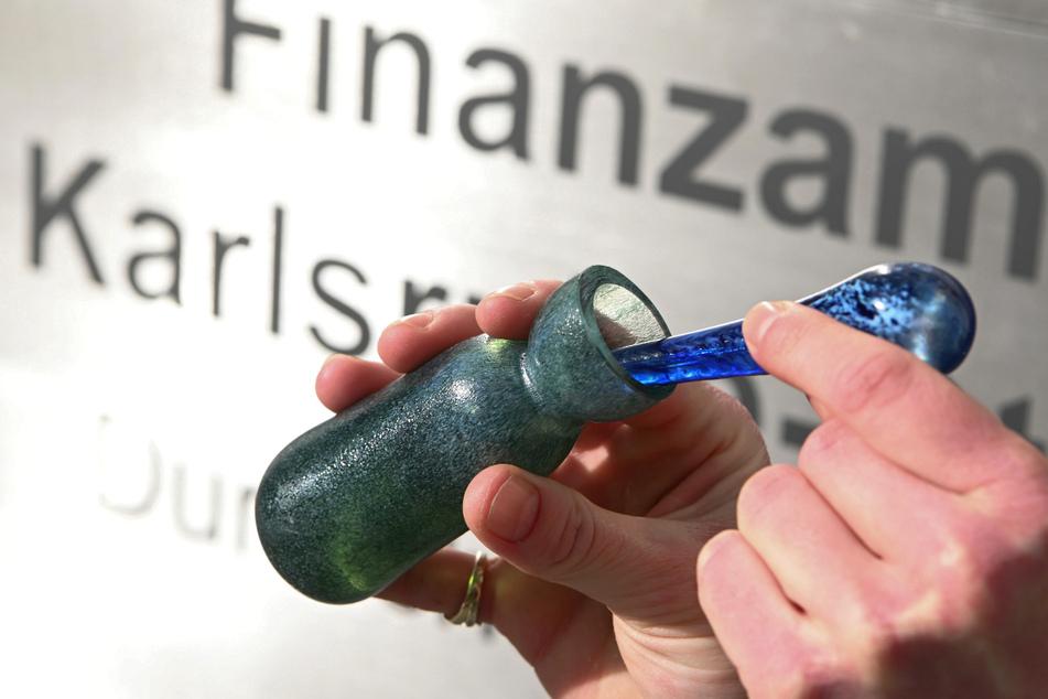 Kurios: In diesem Finanzamt bekommt Ihr ein Parfüm mit Banknotenduft!
