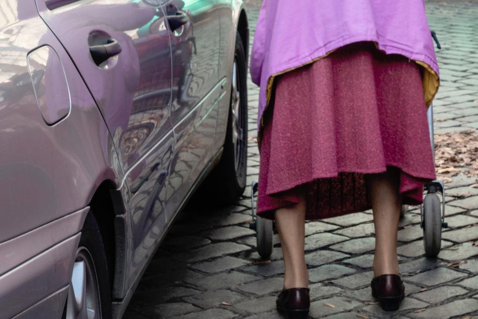Eine 90-Jährige wurde in Berlin-Friedrichshagen von einem Auto erfasst (Symbolbild).
