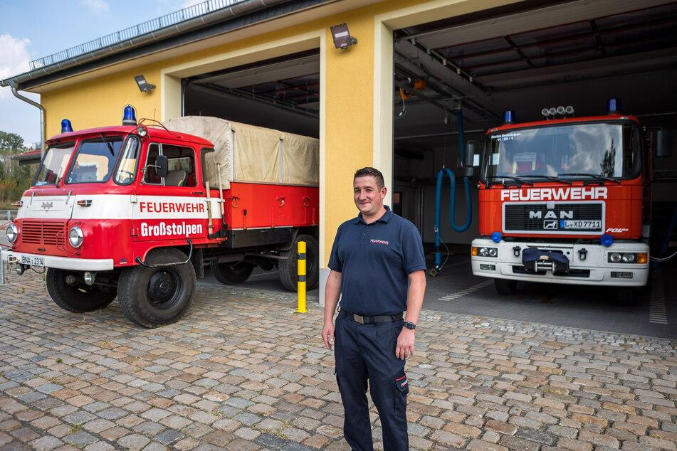 Das alte muss raus, damit das neue rein kann: Wehrleiter Mike Köhler steht vor dem Großstolpener Löschfahrzeug-Haus.