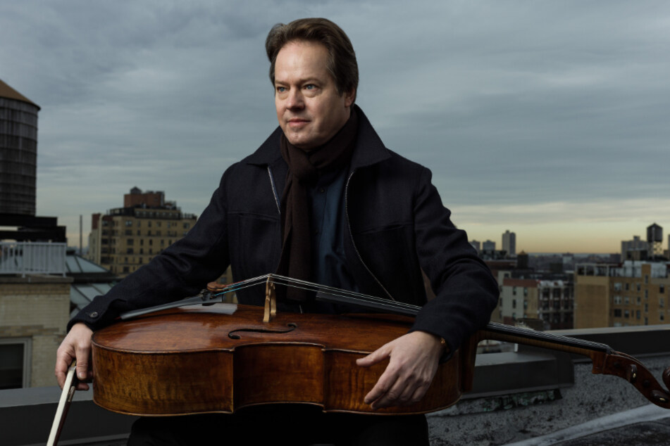 Jan Vogler (56) mit seinem Cello über den Dächern von New York.