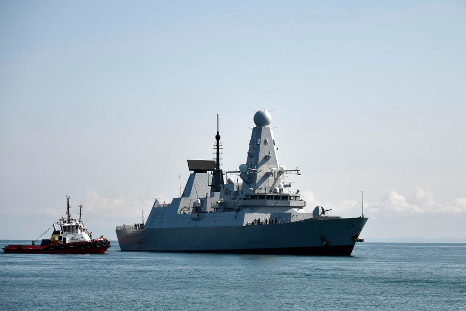 """Ist das britische Kriegsschiff """"Defender"""" illegal in russisches Hoheitsgewässer eingedrungen? Zwischen Großbritannien und Russland ist das Verhältnis deshalb gespannt."""