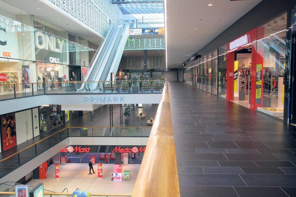 Die Centrum-Galerie: wie leergefegt! Viele Einzelhändler schlossen am Mittwoch spätestens ab 18 Uhr ihre Geschäfte und werden diese wohl erst nach Ostern wieder öffnen. Weiterhin geöffnet haben Supermärkte, Apotheken und Drogerien.