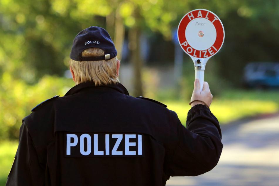 Die Polizei kontrollierte den Mann routinemäßig. Es stellte sich heraus, dass der Mann seit Jahren keinen Führerschein mehr hat. (Symbolbild)