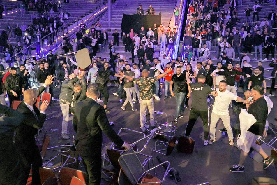 Bei der Massen-Schlägerei mit rund 50 Beteiligten flogen auch Stühle.