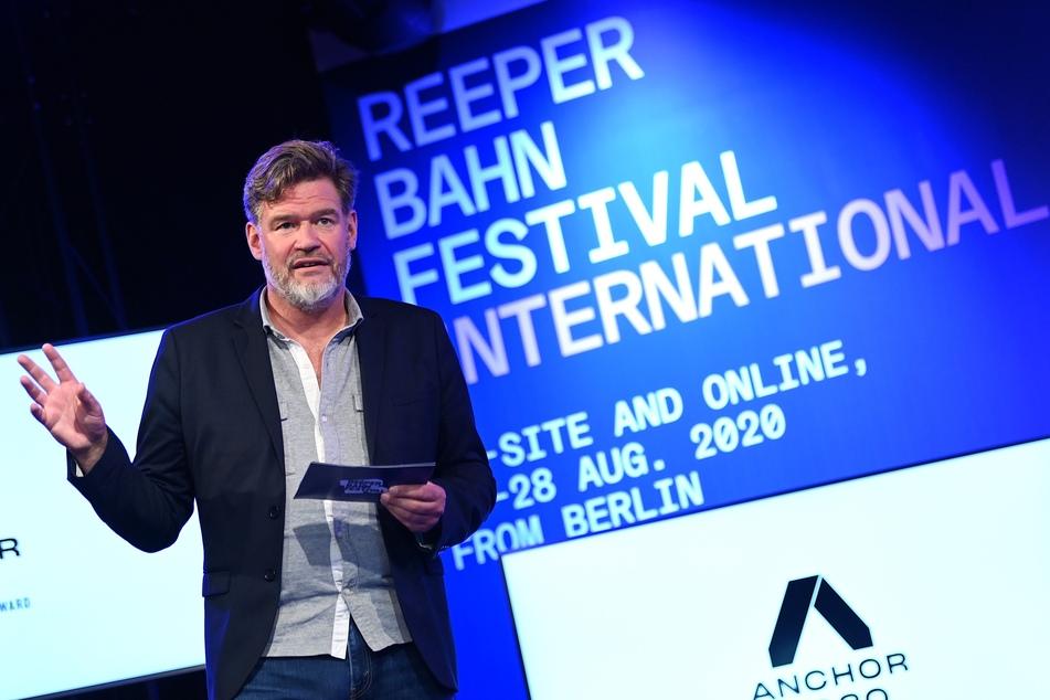 Alexander Schulz, Gründer und Geschäftsführer des Reeperbahn-Festivals, spricht bei der Pressekonferenz.