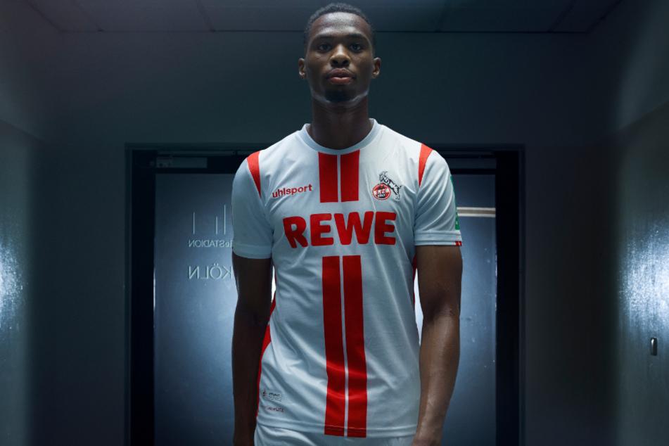 Jhon Cordoba (27) trägt das neue Heimtrikot des 1. FC Köln.