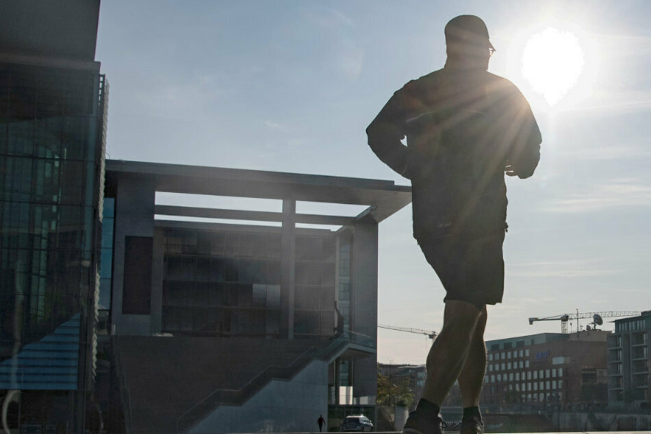 Berlin: Jogger von Sattelschlepper erfasst und im Krankenhaus verstorben