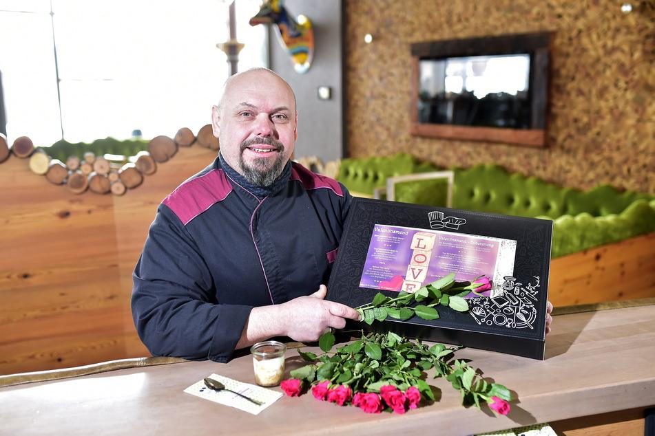 """""""Pelzmühlen""""-Küchenmanager Lars Hübner (48) bereitet das Valentins-Mittagsmenü vor."""