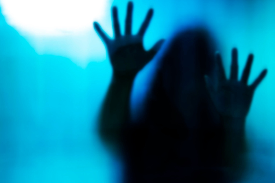 Inzest-Horror: Teenagerin bringt ihre eigene Schwester zur Welt, kurz darauf ist das Baby tot
