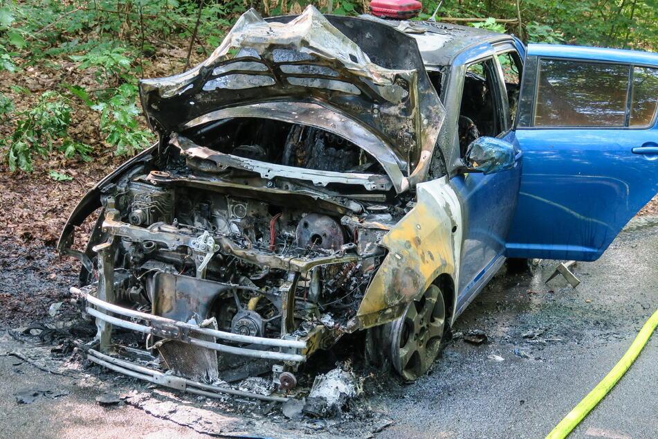 Der Suzuki brannte komplett aus.