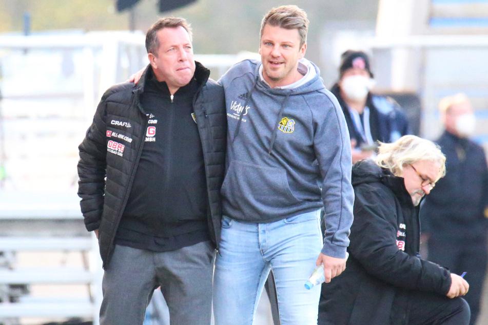 Dynamo-Trainer Markus Kauczinski (l.) musste auch seinem Kollegen Lukas Kwasniok nach dem Spiel gratulieren.